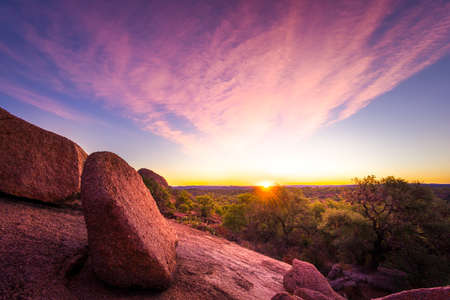 Photo pour Stunning autumn sunrise in the Texas Hill Country - image libre de droit