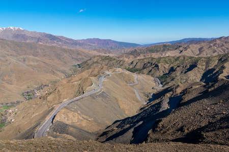 Foto de Curved road in Tizi n Tichka mountain pass in the Atlas Mountains. Road to the Sahara desert. Travel concept. High Atlas, Morocco - Imagen libre de derechos