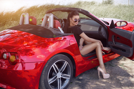 Photo pour sexy girl on a cabrio. traveling by car with a beautiful girl hitchhiking - image libre de droit