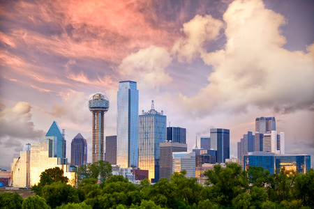 Foto de Dallas City skyline at sunset, Texas, USA - Imagen libre de derechos