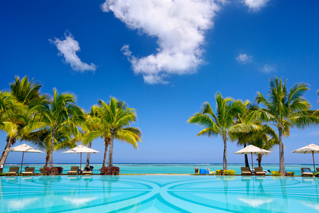 Photo pour Tropical beach resort with  lounge chairs and umbrellas in Mauritius - image libre de droit