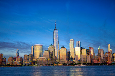 Photo pour New York City Manhattan skyline with modern skyscrapers at dusk - image libre de droit