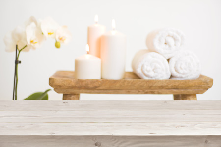 Photo pour Wooden table in front of blurred background of spa products - image libre de droit