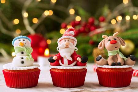 Photo pour Three traditional decorated christmas cupcakes - image libre de droit