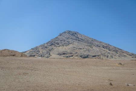 Photo pour Cerro Blanco near Huaca de la Luna archaeological site - Trujillo, Peru - image libre de droit