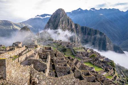 Photo pour Machu Picchu Inca Ruins - Sacred Valley, Peru - image libre de droit