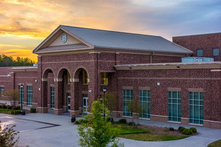 Photo pour School building - North America historic brick school architecture - image libre de droit