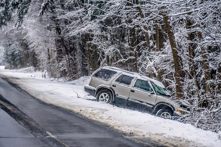 Foto per dangerous slippery and icy road conditions - Immagine Royalty Free