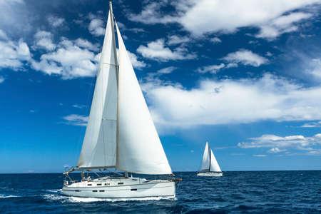 Foto de Sailboats participate in sailing regatta. Sailing. Yachting. Luxury Yachts. - Imagen libre de derechos