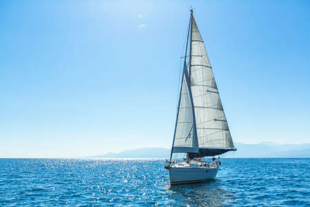 Photo pour Sailing ship yachts with white sails in the open Sea. Luxury boats. - image libre de droit