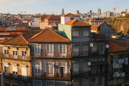Photo pour Residential buildings in the old part of Porto, Portugal. - image libre de droit