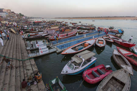 Foto de VARANASI, INDIA - MAR 17, 2018: Banks on the holy Ganges river. According to legends, the city was founded by God Shiva about 5000 years ago. - Imagen libre de derechos