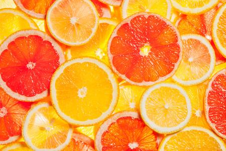 Photo pour Colorful citrus fruit slices - image libre de droit