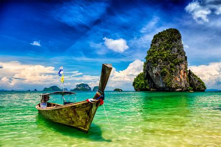 Foto de Long tail boat on tropical beach (Pranang beach) and rock, Krabi, Thailand - Imagen libre de derechos