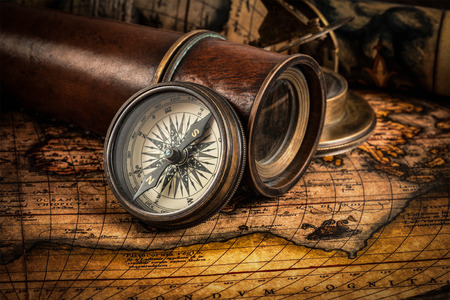 Photo pour Travel geography navigation concept background - old vintage retro compass with sundial, spyglass and rope on ancient world map - image libre de droit