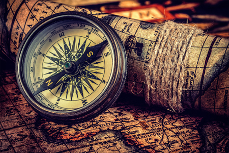 Photo pour Travel geography navigation concept background - vintage retro effect filtered hipster style image of old vintage retro compass on ancient world map - image libre de droit
