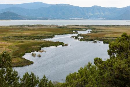 Photo pour Panoramic view of the Megali Prespa Lake in northern Greece - image libre de droit