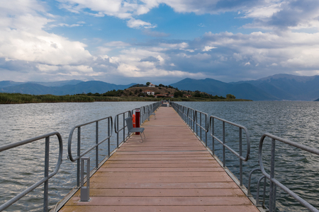 Photo pour View of the floating bridge at the Mikri (Small) Prespa Lake in northern Greece - image libre de droit
