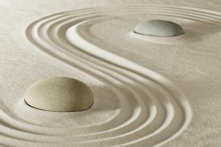 Foto de zen stone garden meditation rock for balance purity and serenity in relaxation. Tao buddhism, spa wellness treatment - Imagen libre de derechos