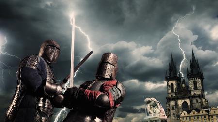Foto de Battle of a medieval knights on the stormy sky background - Imagen libre de derechos