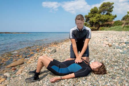 Foto de First aid training for Scuba divers - Imagen libre de derechos
