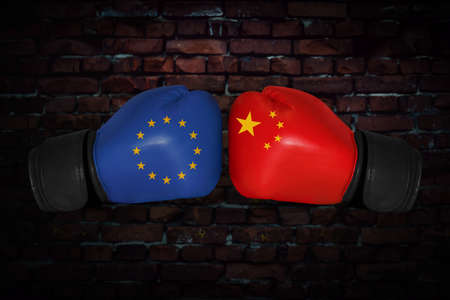 Foto de A boxing match. Confrontation between the European Union and China. chinese and EU, EC national flags on Boxing gloves. Sports competition between the two countries. Concept foreign policy conflict. - Imagen libre de derechos