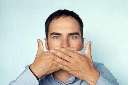 Foto de man covers her mouth. businessman closes his mouth. - Imagen libre de derechos
