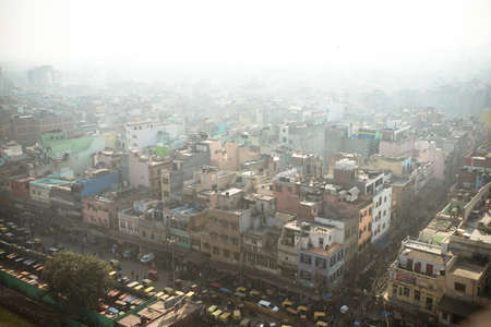 Photo pour Top view of the city street in the poor quarter of new Delhi. Air pollution and smog in crowded cities. - image libre de droit