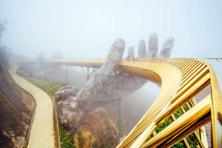 Photo pour Danang , Vietnam. View in Fog of the Golden Bridge on Ba Na Hills in Da Nang on rainy day. - image libre de droit