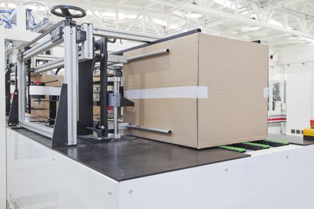 Foto de Detail of packaging machine for cardboard - Imagen libre de derechos