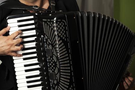 Foto de man play the accordion, close up - Imagen libre de derechos