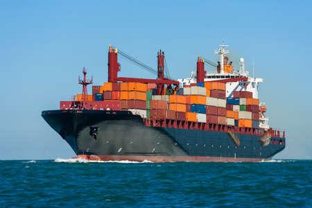 Foto de Container ship or boat sailing at sea - Imagen libre de derechos