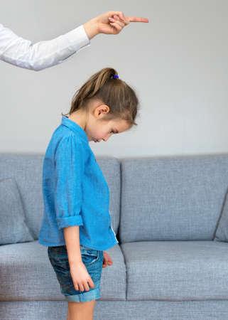 Photo pour Mother scolds little girl at home. - image libre de droit
