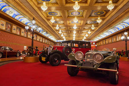 Photo pour Kota Batu, Malang, Indonesia - July 12, 2018: Historical antique cars and motorbikes on display at Museum Angkut - biggest transport exhibition in Indonesia (Part of recreational Jawa Timur Park). - image libre de droit