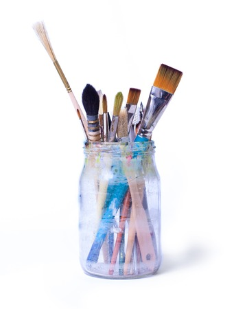 Photo pour Paint art brushes in a glass jar isolated over white background. - image libre de droit