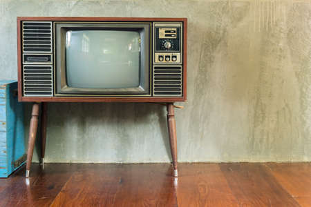 Foto de Retro television in the old room - Imagen libre de derechos