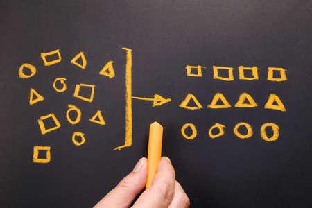 Photo pour Hand drawing geometry to categorize on chalkboard - image libre de droit