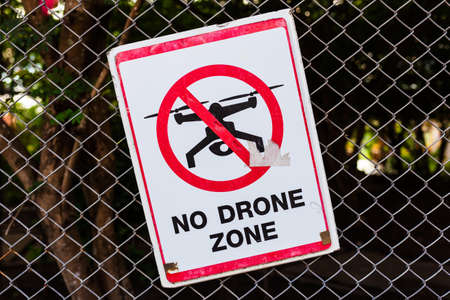 Photo pour No Drone Zone, old sign on the wire mesh fence in Thai temple - image libre de droit