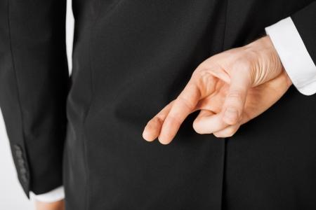 Foto de bright picture of man with crossed fingers - Imagen libre de derechos