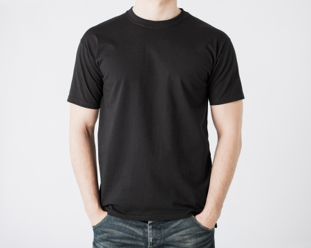 Photo pour close up of man in blank t-shirt - image libre de droit