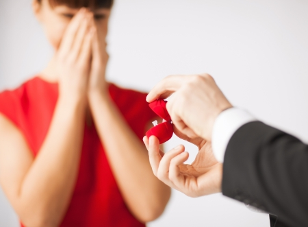 Photo pour picture of couple with wedding ring and gift box - image libre de droit