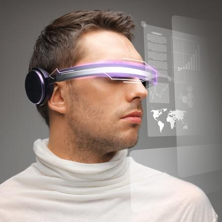 Foto de picture of handsome man with digital glasses - Imagen libre de derechos