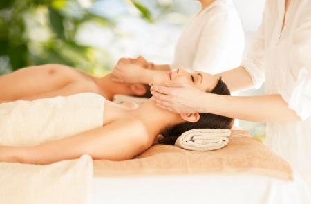 Photo pour picture of couple in spa salon getting face treatment - image libre de droit