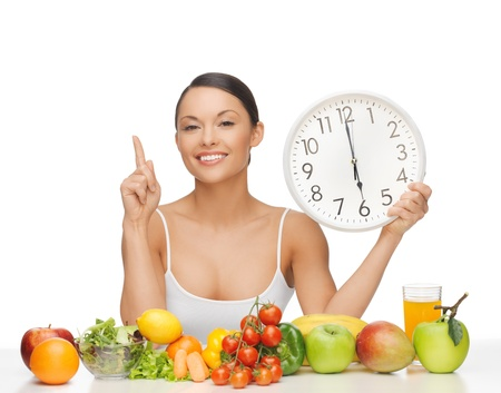 Foto de after six o clock diet - happy woman with fruits and vegetables - Imagen libre de derechos