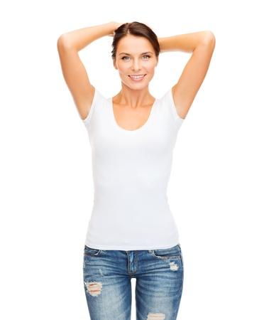 Photo pour t-shirt design concept - smiling woman in blank white t-shirt - image libre de droit