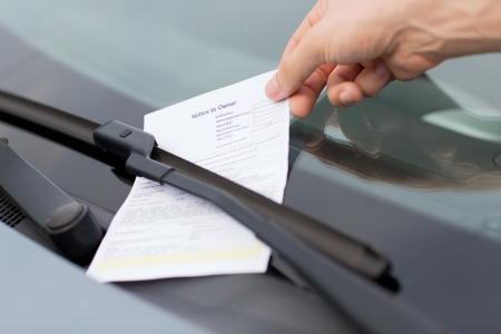 Photo pour transportation and vehicle concept - parking ticket on car windscreen - image libre de droit