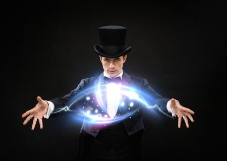 Foto de magic, performance, circus, show concept - magician in top hat showing trick - Imagen libre de derechos