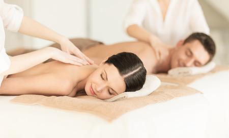 Photo pour picture of couple in spa salon getting massage - image libre de droit