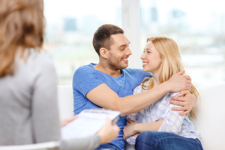 Foto de love, family, phychology and happiness concept - young couple hugging at psychologist office - Imagen libre de derechos