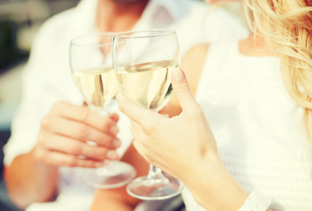 Photo pour summer holidays and dating concept - couple drinking wine in cafe in the city - image libre de droit
